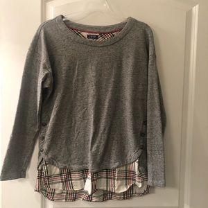 Shirt has no tag but it is a large